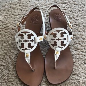 Tory Burch White Sandals with a heel